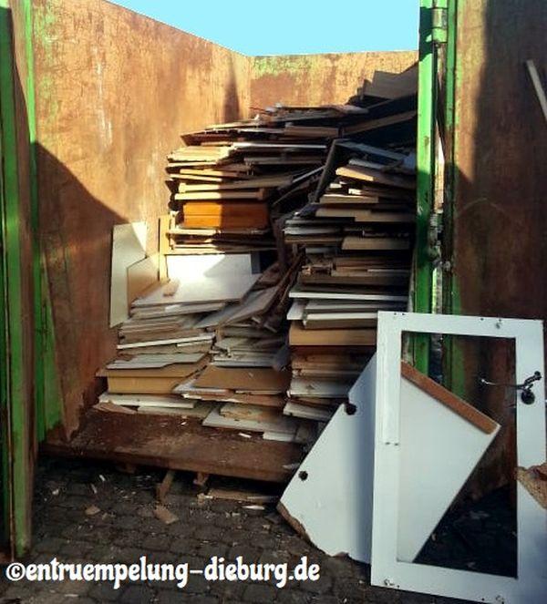 Haushaltsauflösung Wohnungsauflösung Holzcontainer Entrümpelung